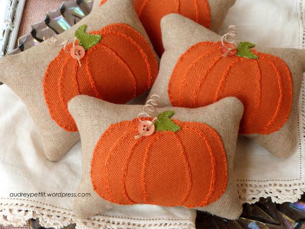 AudreyPettit Sizzix PumpkinPartsPillowTucks2